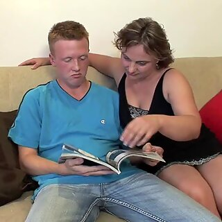 MATURE gf INVITES HIM FOR hump AT HOME !!