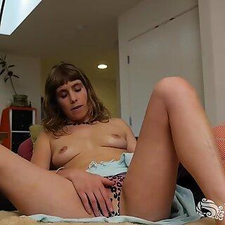 Tempting Leah Masturbating